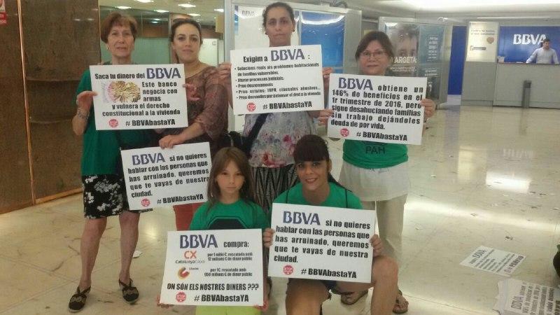 Continúa la ocupación del BBVA enBarcelona