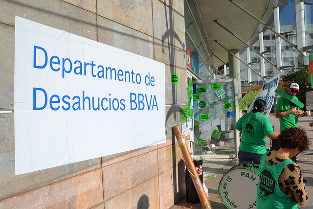 BBVA pide orden de alejamiento a laPAH.