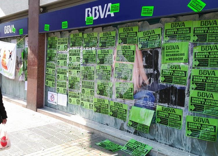 PAH BARCELONA continua su campaña de denuncia a BBVA, que se niega a sentarse a negociar con las familiasestafadas.
